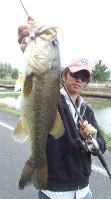 18日 琵琶湖東岸オカッパリ 47cm.jpg