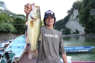 亀山ダムで40UP.JPG