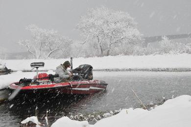 冬の琵琶湖でバス釣り.jpg