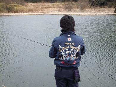 冬の野池で釣る.jpg