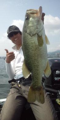 夏の琵琶湖で57cm 7月25日.jpg