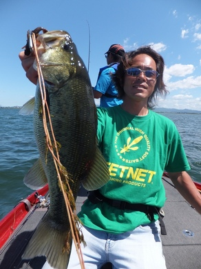 夏の琵琶湖で直リグ.JPG