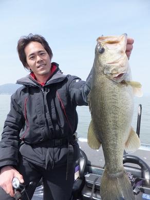 春の琵琶湖で直リグ.JPG