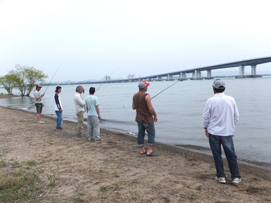 琵琶湖で釣り 4月29日.JPG