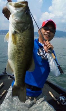 琵琶湖で55cm.jpg