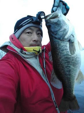 琵琶湖冬のオカッパリで55cm.jpg