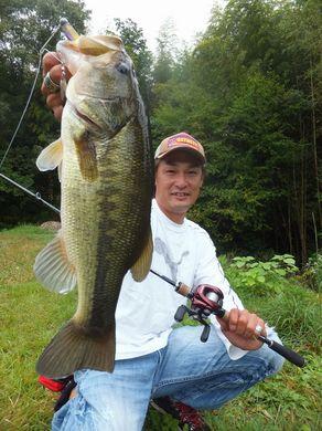 秋の野池で釣れる.JPG